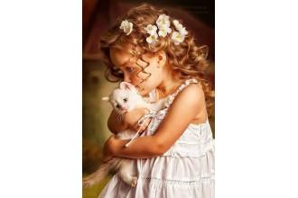 Елмазен гоблен Момиченце прегърнало котенце