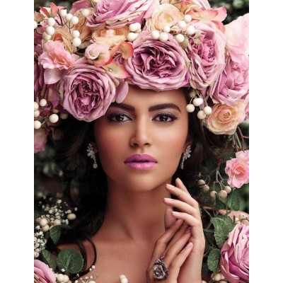 Диамантен гоблен Красавица с корона от розови рози